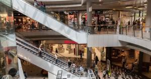 Καταστήματα: «Ποδαρικό» με ουρές στα πεζοδρόμια για τις εκπτώσεις