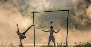 Συγκινητικό βίντεο: Οι γιατροί του Παίδων παίζουν μπάλα με παιδιά του νοσοκομείου