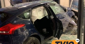 Τρίκαλα: Αυτοκίνητο «καρφώθηκε» σε κατάστημα