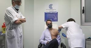 Την δεύτερη δόση του εμβολίου του κορονοϊού έκανε ο πρωθυπουργός