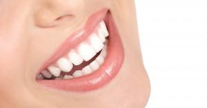Μύθοι και αλήθειες για τα λευκά δόντια