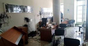 Εισβολή στο γραφείο του Λευτέρη Αυγενάκη μέρα μεσημέρι με σπασμένες τζαμαρίες! (φωτο)