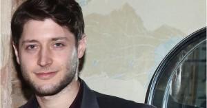Σεξουαλική παρενόχληση καταγγέλει ο ηθοποιός Θάνος Κρομμύδας από πασίγνωστο σκηνοθέτη