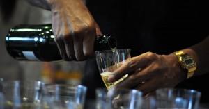 Σέρβιραν ποτό σε καταστήματα σε Χανιά και Ρέθυμνο τους... σέρβιραν πρόστιμα