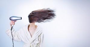 Οκτώ λύσεις για την ξηροδερμία στο κεφάλι με τα πιο αγνά υλικά