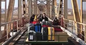 Ρώσοι διπλωμάτες ταξίδεψαν... με καρότσα για να επιστρέψουν στη χώρα τους από τη Β. Κορέα