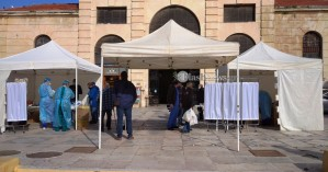 Χανιά: Rapid Test σε πεζούς στην πλατεία Δημοτικής Αγοράς