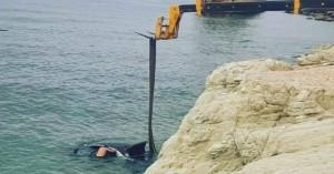 Κύπρος: Οδηγός ξέχασε το χειρόφρενο και... κατέληξε στη θάλασσα!