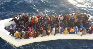 Αφρική: Τουλάχιστον 20 μετανάστες πνίγηκαν όταν διακινητές τους πέταξαν στη θάλασσα