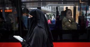 Ελβετία: Είναι το δημοψήφισμα για την απαγόρευση καλυμμάτων προσώπου ισλαμοφοβικό;