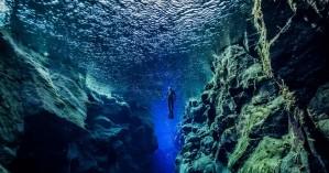 Yποβρύχιο σημείο στην Ισλανδία όπου κολυμπάς ανάμεσα σε δύο τεκτονικές πλάκες