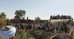 Αίγυπτος: Τουλάχιστον 11 νεκροί και 100 τραυματίες από εκτροχιασμό τρένου