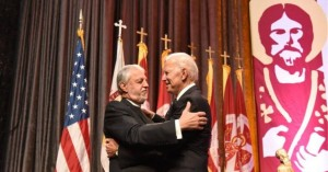 Ο Έλληνας ομογενής κληρικός που θέλει δίπλα του ο Τζο Μπάιντεν