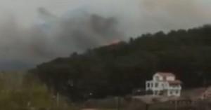 Μεγάλη φωτιά στη Σάμο σε περιοχή με σπίτια – Κάηκε το πρώτο