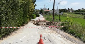 Κλειστός λόγω βλάβης ο δρόμος που ενώνει τα Πάνω με τα Κάτω Καλέσσα