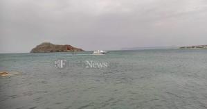Απίστευτο! Ημιβυθισμένο σκάφος από την Κύθνο έφτασε μέχρι τα Χανιά!