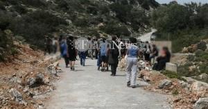 Χανιά: Παραβίασαν την πόρτα της μονής Γουβερνέτου οι διαμαρτυρόμενοι (φωτο)
