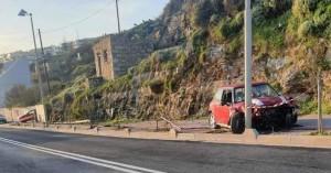 Κρήτη: Σφοδρή σύγκρουση αυτοκινήτου - Παρέσυρε κολώνα της ΔΕΗ