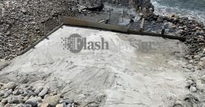 Ρεσιτάλ ασυνειδησίας στη δυτική Κίσαμο - Έριξε τσιμεντένια προβλήτα στην παραλία (φωτο)