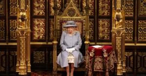 Βασίλισσα Ελισάβετ: Η πρώτη επίσημη δημόσια εμφάνιση χωρίς τον πρίγκιπα Φίλιππο