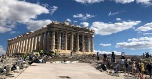 Le Monde: «Στην Ακρόπολη, αρχαιολόγοι και ιστορικοί μιλούν για ιεροσυλία»