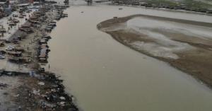 Στο χάος του κορωνοϊού η Ινδία: Πτώματα βρέθηκαν στις όχθες του ποταμού Γάγγη