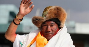 Νεπαλέζος σέρπα αναρριχήθηκε για 25η φορά στο Έβερεστ – Έσπασε το δικό του παγκόσμιο ρεκόρ