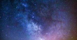Ένα γιγάντιο άστρο που «αναβοσβήνει» ανακαλύφθηκε στο κέντρο του γαλαξία μας