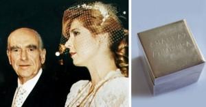 Στο σφυρί για 5.000 ευρώ μπομπονιέρα από τον γάμο του Ανδρέα Παπανδρέου με τη Λιάνη