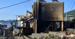 Φωτιά στην Πάτρα: Κάηκαν πέντε σπίτια και ένα αυτοκίνητο – Χτυπούσαν οι καμπάνες