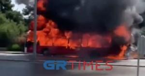 Θεσ/νίκη: Η στιγμή που το λεωφορείο τυλίχτηκε στις φλόγες - Τι λέει αυτόπτης μάρτυρας