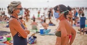 Η μετάλλαξη Delta δεν κάνει διακοπές: Μια ανάσα από το lockdown Μύκονος και Ίος