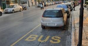 Χανιά: Η λωρίδα είναι για τα λεωφορεία, παρκάρουν όμως τα ΙΧ (φωτο)