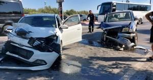 Τρεις τραυματίες μετά από σφοδρή σύγκρουση δυο αυτοκινήτων (φωτο)