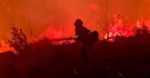 ΗΠΑ: Μαίνεται τεράστια πυρκαγιά στην Καλιφόρνια