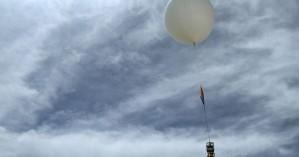 Θεσσαλονίκη: Μετεωρολογικό μπαλόνι έπεσε στη θάλασσα