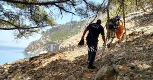 Σε δύσκολες συνθήκες έγινε η μεταφορά του νεκρού περιπατητή στην Αγ. Ρουμέλη (φωτο-βίντεο)