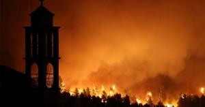 Φωτιά στην Εύβοια: Τεράστια αναζωπύρωση απειλεί χωριά - Ανεξέλεγκτα τα πύρινα μέτωπα