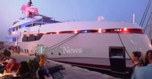 Στο ενετικό λιμάνι των Χανίων  η θαλαμηγός μεγιστάνα των αναψυκτικών (φωτο)