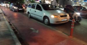Επί 40 λεπτά ήταν σταματημένος δίπλα στον ποδηλατόδρομο στο κέντρο των Χανίων