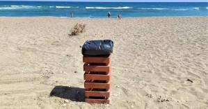 Νέα καλαίσθητα καλαθάκια απορριμμάτων στην παραλία της Αμμουδάρας