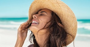 Τι πρέπει να αλλάξετε στη ρουτίνα περιποίησης του προσώπου σας το καλοκαίρι