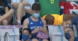 Ο χρυσός Ολυμπιονίκης που έβλεπε τις καταδύσεις και έπλεκε ασταμάτητα