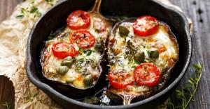 Μελιτζάνες στο φούρνο με ντομάτα και τυρί