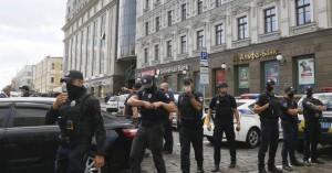 Ουκρανία: Συνελήφθη άνδρας που απειλούσε να ρίξει χειροβομβίδα στην έδρα της κυβέρνησης