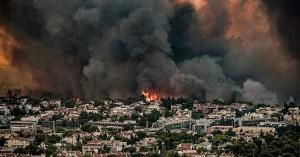 Μεγάλη φωτιά: Εκκενώνεται το Ολυμπιακό Χωριό - Φλόγες στο Τατόι