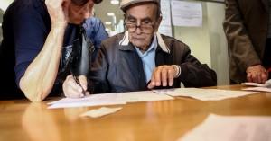 Αναδρομικά: Περιορισμένος αριθμός τελικών δικαιούχων, «ψαλιδισμένα» τα ποσά που θα πάρουν