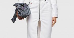 Η denim φούστα σε maxi γραμμή επιστρέφει και αυτά είναι τα top styling tips