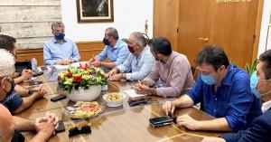 Συνάντηση Συνδικ. εκπροσώπων επιχειρηματιών και εργαζομένων εστίασης με Αρναουτάκη