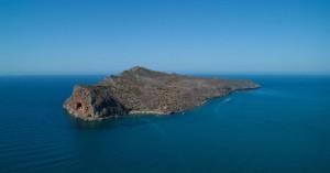 Συναγερμός στο Λιμενικό για αναποδογυρισμένο σκάφος στον κόλπο των Χανίων